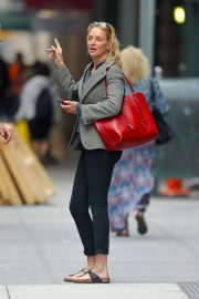 Uma Thurman - Leaving a hair salon in New York City
