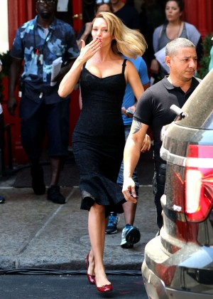 Uma Thurman on the set of 'The Brits Are Coming' in NYC