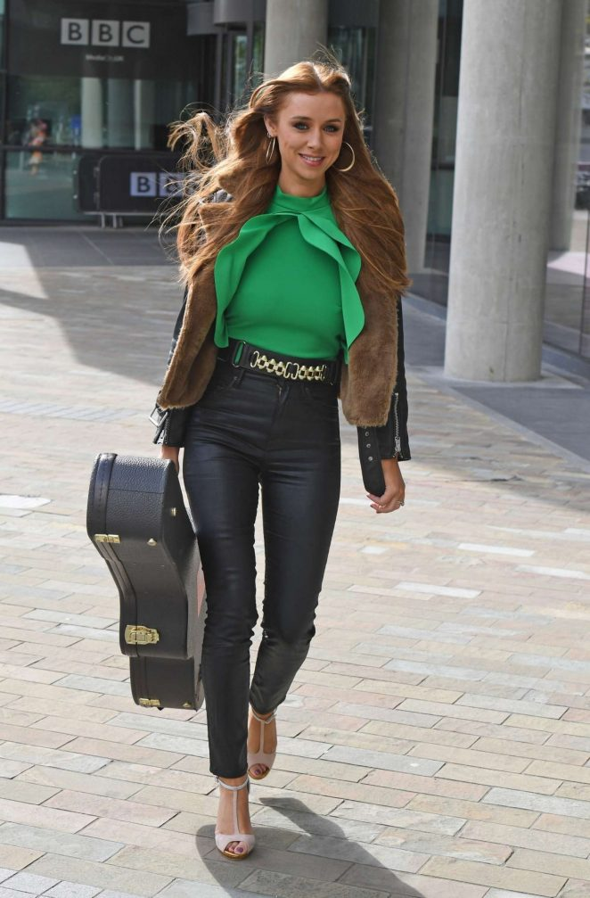 Una Healy – Leaves the BBC Breakfast Studio in Manchester