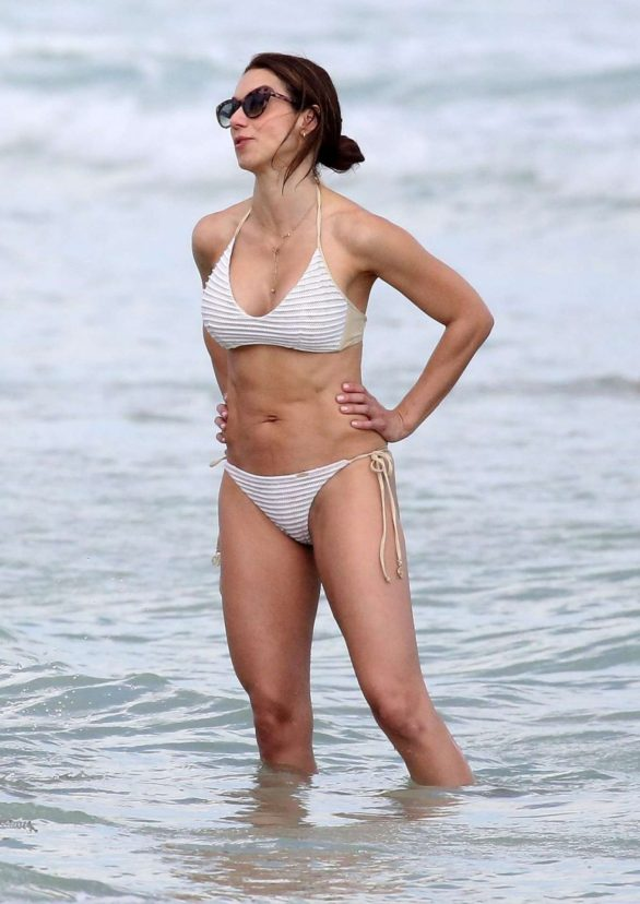 Valentina Bilbao and Eros Ramazzotti - seen on the Beach in Miami