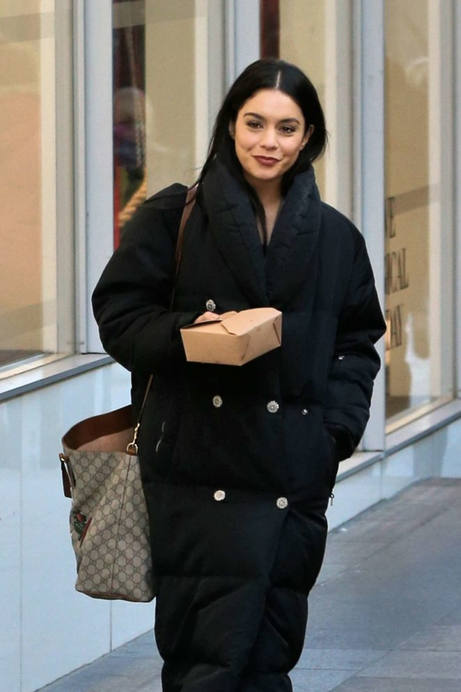 Vanessa Hudgens - Carries her lunch on the set of 'Second Act' in NYC