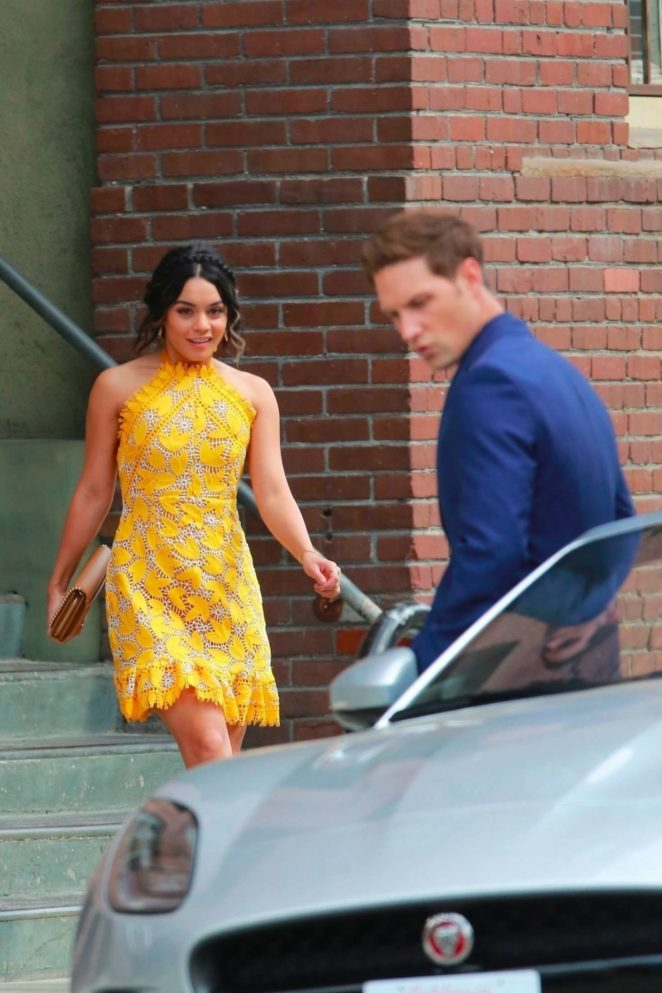 Vanessa Hudgens gin Yellow Mini Dress Filming Dog Days -02