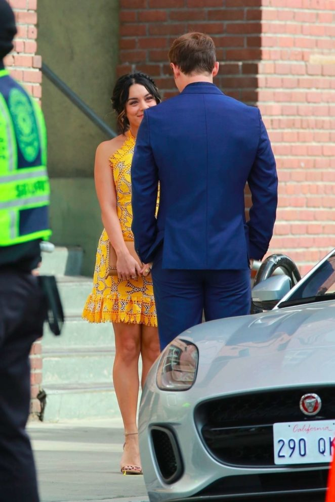 Vanessa Hudgens gin Yellow Mini Dress Filming Dog Days -03