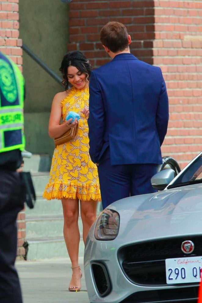 Vanessa Hudgens gin Yellow Mini Dress Filming Dog Days -05