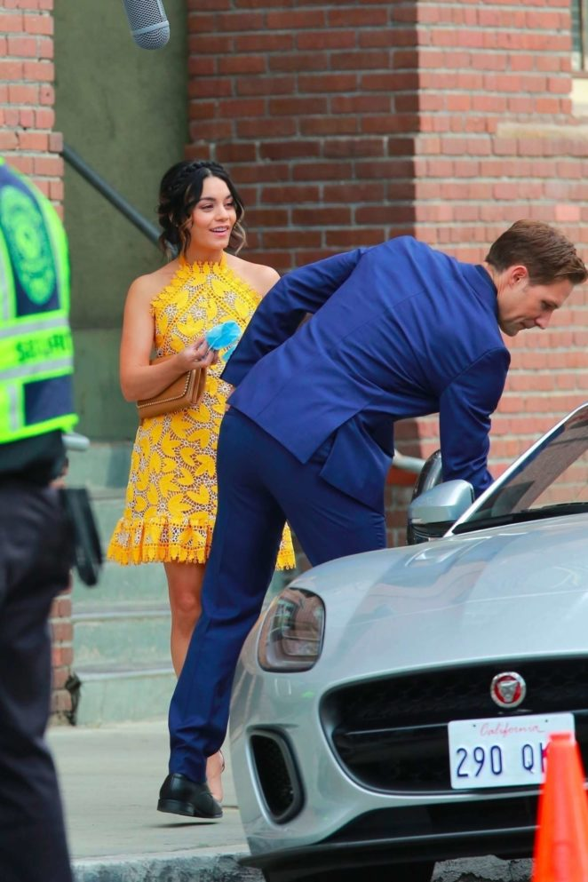 Vanessa Hudgens gin Yellow Mini Dress Filming Dog Days -15