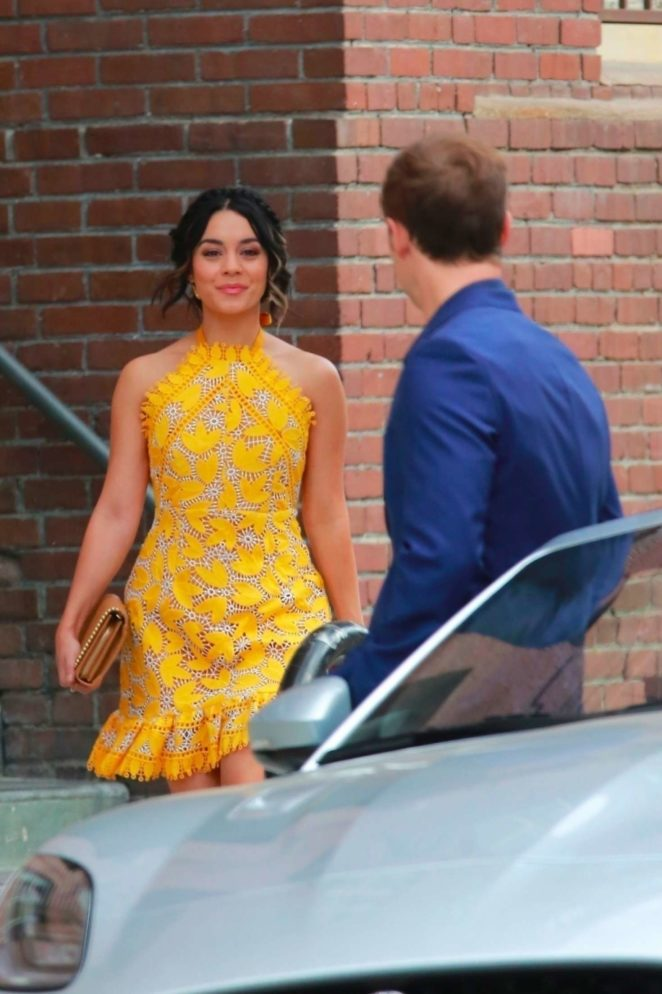 Vanessa Hudgens gin Yellow Mini Dress Filming Dog Days -28