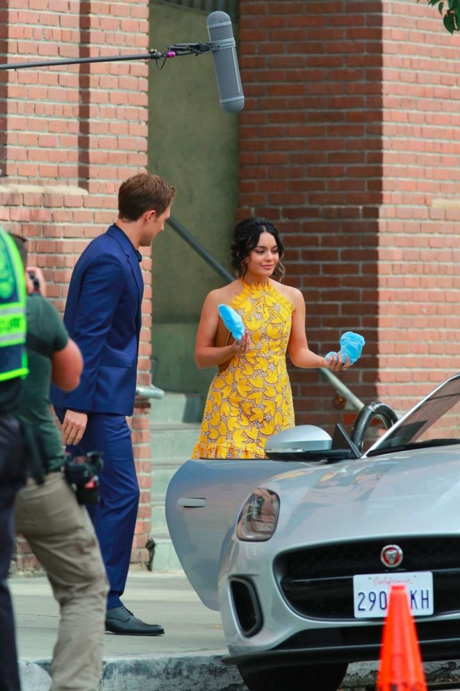Vanessa Hudgens gin Yellow Mini Dress Filming Dog Days -36