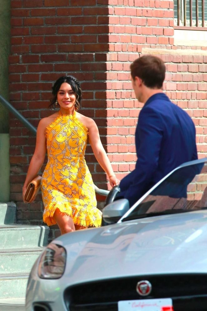 Vanessa Hudgens gin Yellow Mini Dress Filming Dog Days -39