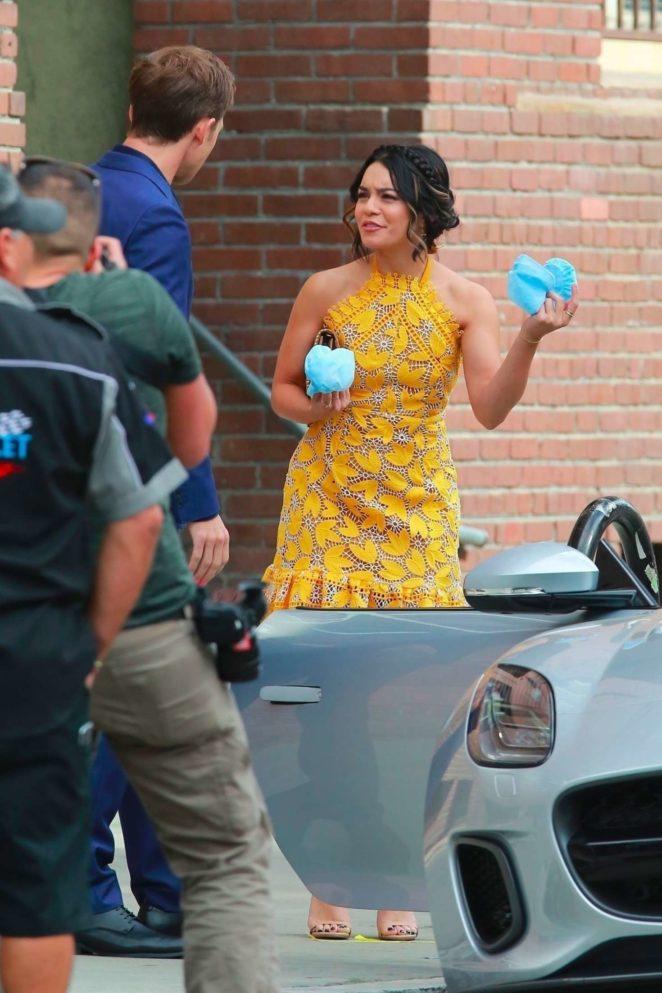 Vanessa Hudgens 2017 : Vanessa Hudgens gin Yellow Mini Dress Filming Dog Days -48