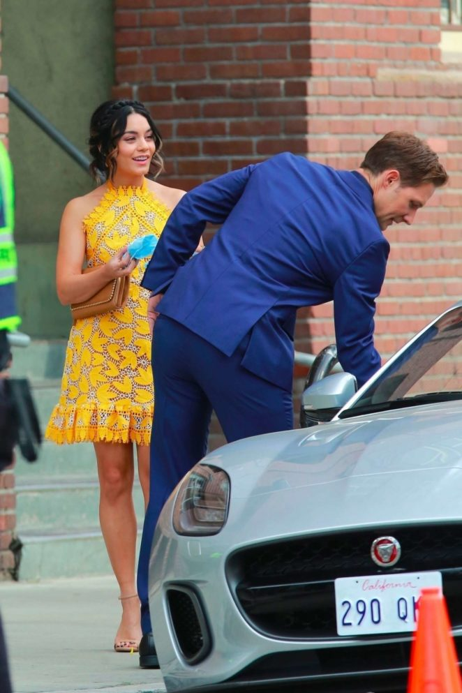 Vanessa Hudgens 2017 : Vanessa Hudgens gin Yellow Mini Dress Filming Dog Days -60