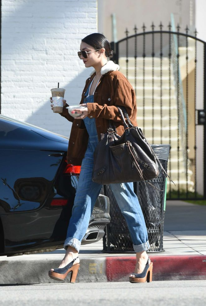 Vanessa Hudgens: Grabs a coffee drink in LA -02