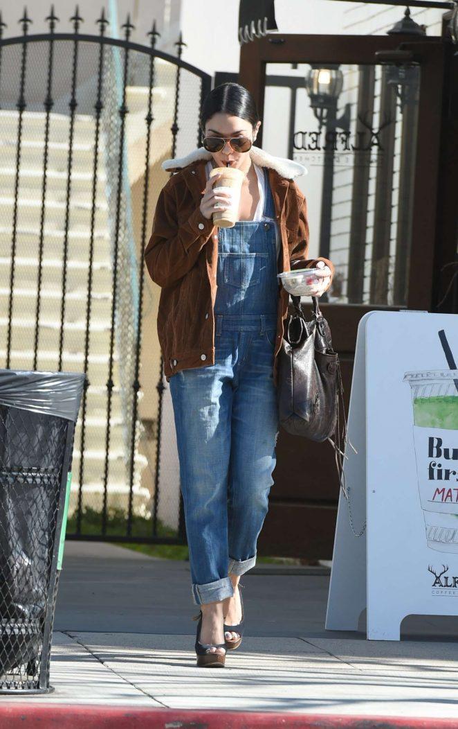 Vanessa Hudgens: Grabs a coffee drink in LA -07