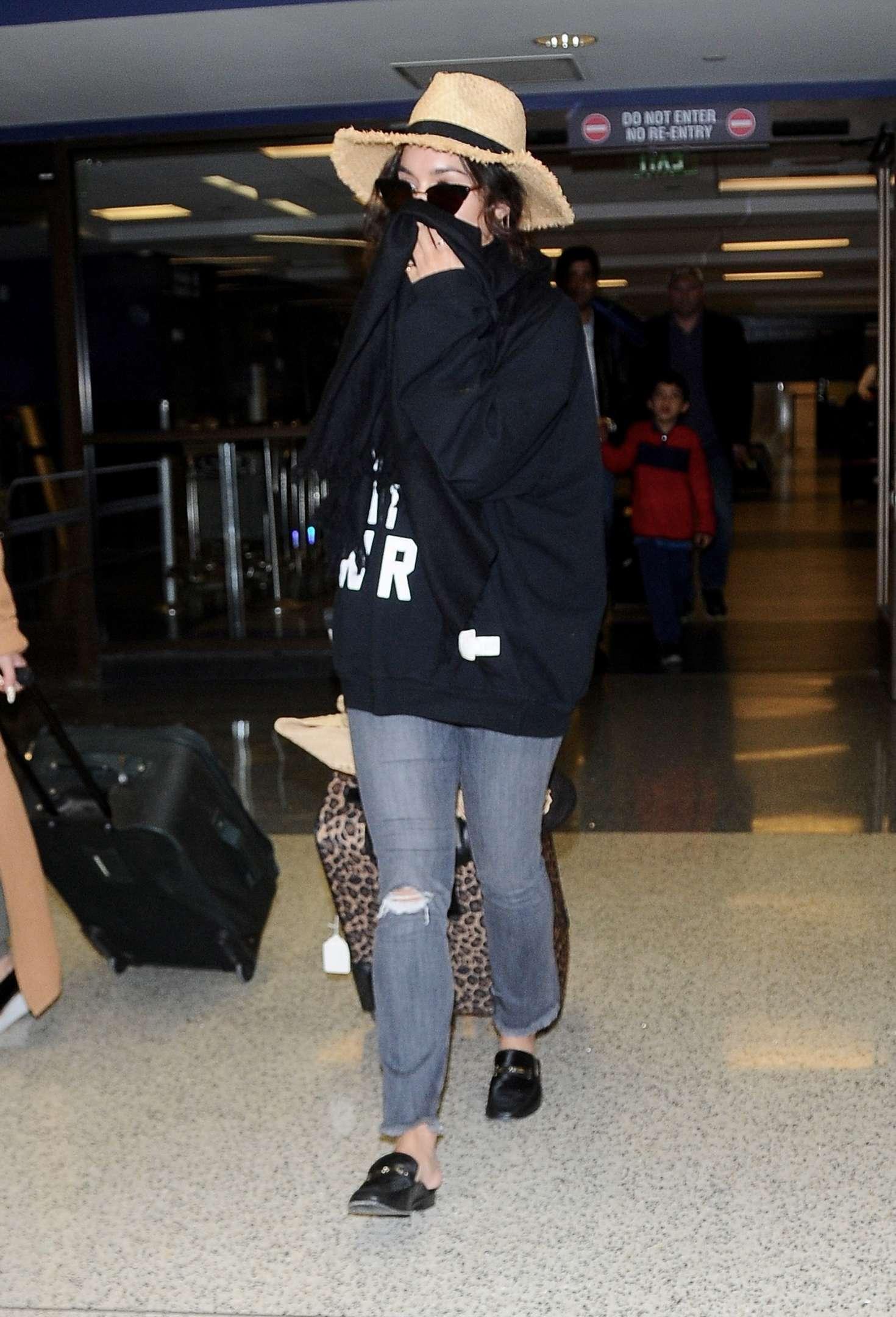 Vanessa Hudgens 2017 : Vanessa Hudgens in Jeans at LAX airport -05