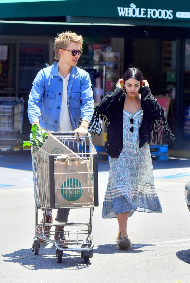 vanessa hudgens in summer dress 01 gotceleb