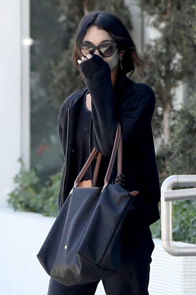 Vanessa Hudgens - Keeps her face covered in LA