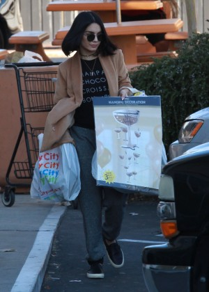 Vanessa Hudgens - Leaves Party City in Los Angeles