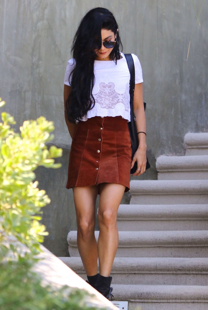 Vanessa Hudgens In A Skirt 66