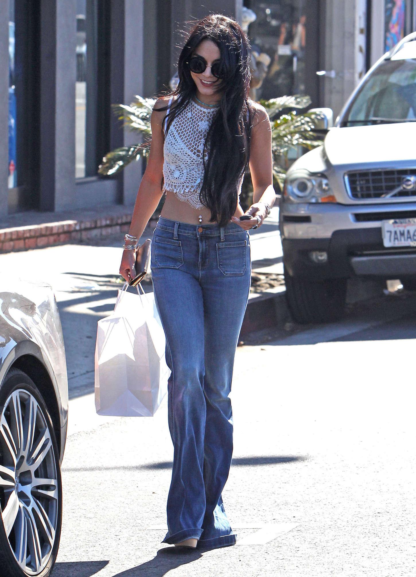 Vanessa Hudgens 2015 : Vanessa Hudgens in Jeans -05