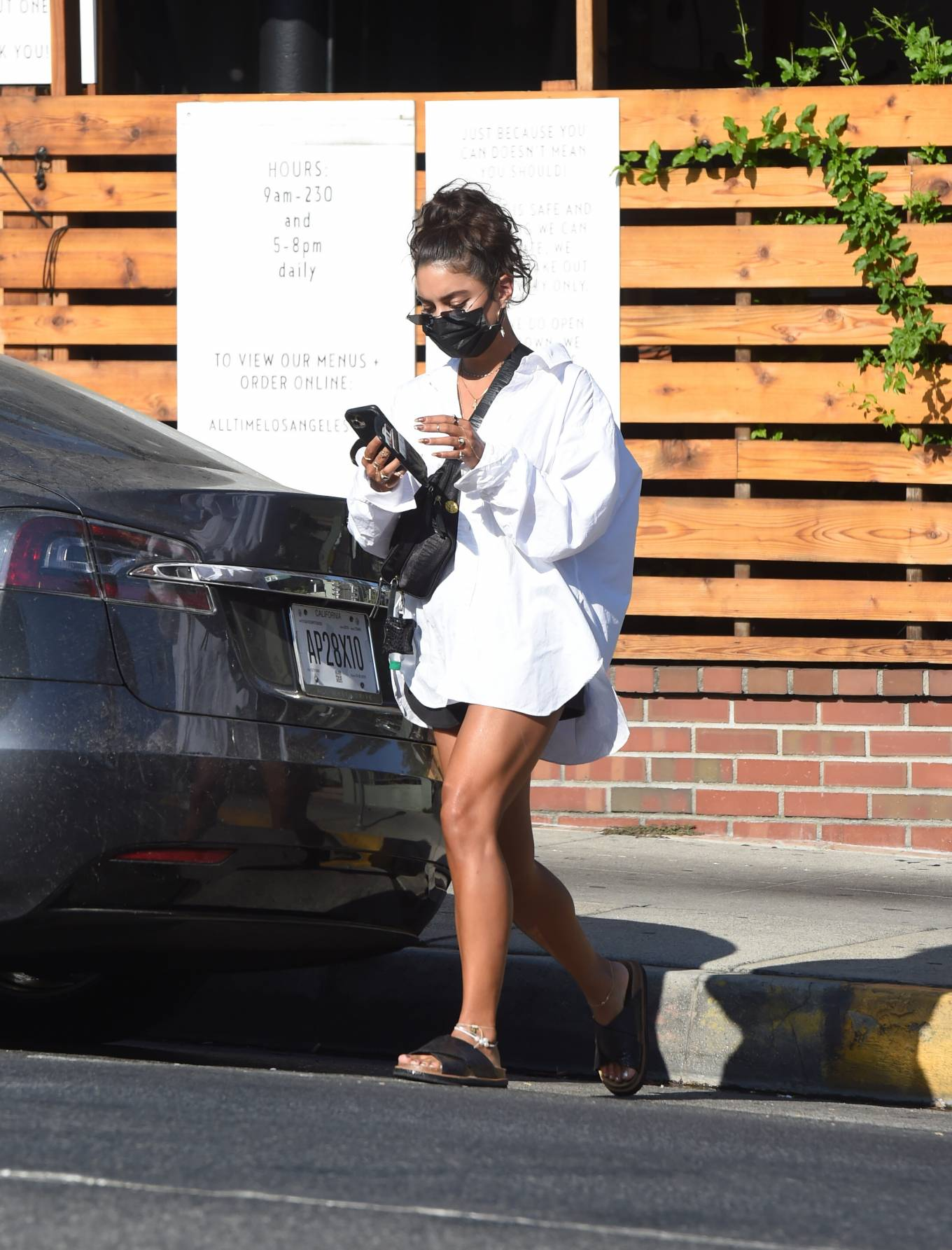 Vanessa Hudgens 2020 : Vanessa Hudgens – Out for a lunch in Los Angeles-03
