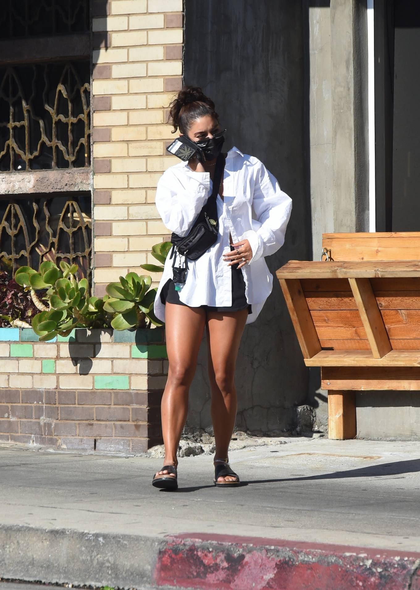 Vanessa Hudgens 2020 : Vanessa Hudgens – Out for a lunch in Los Angeles-05