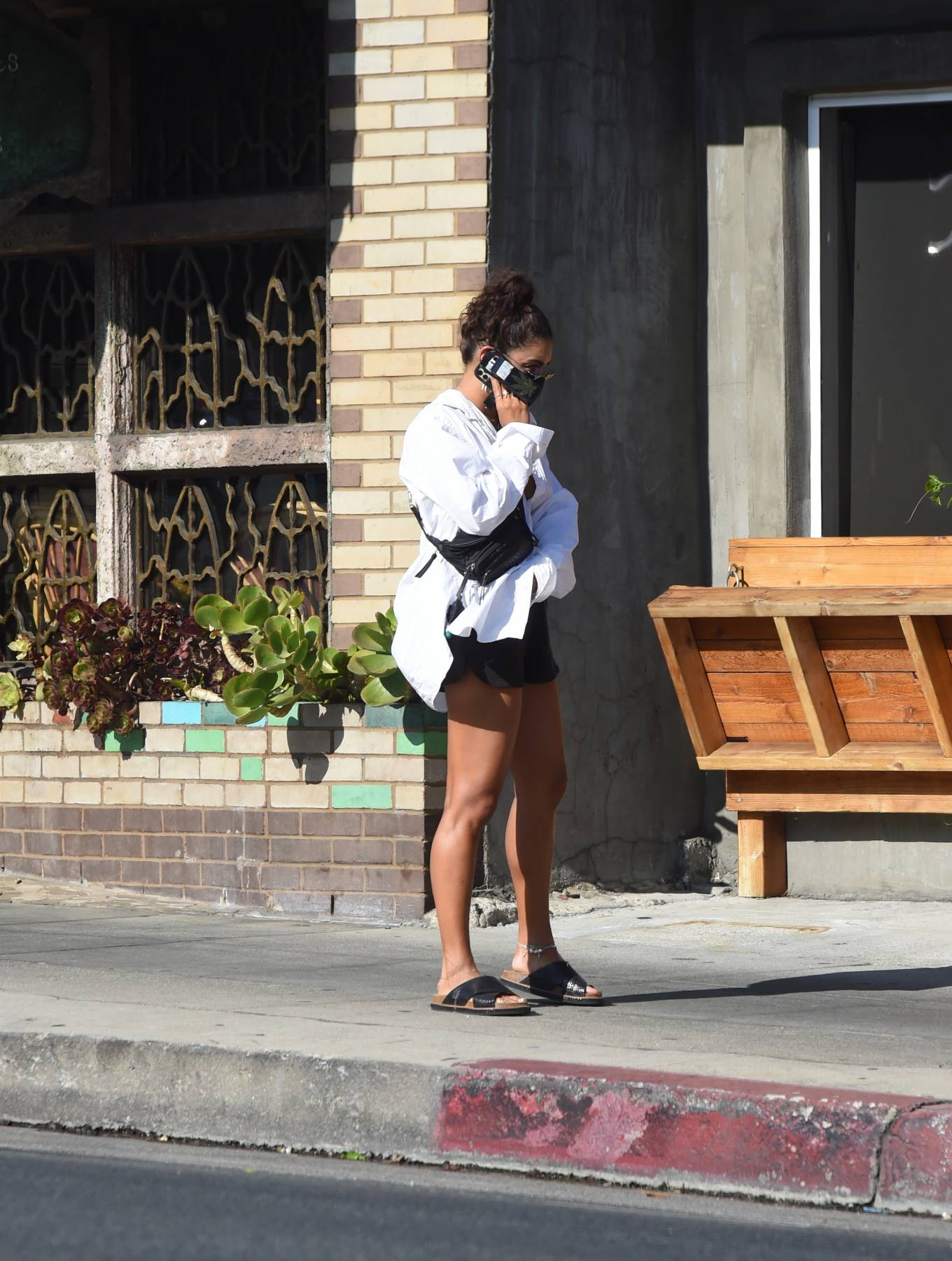 Vanessa Hudgens 2020 : Vanessa Hudgens – Out for a lunch in Los Angeles-11