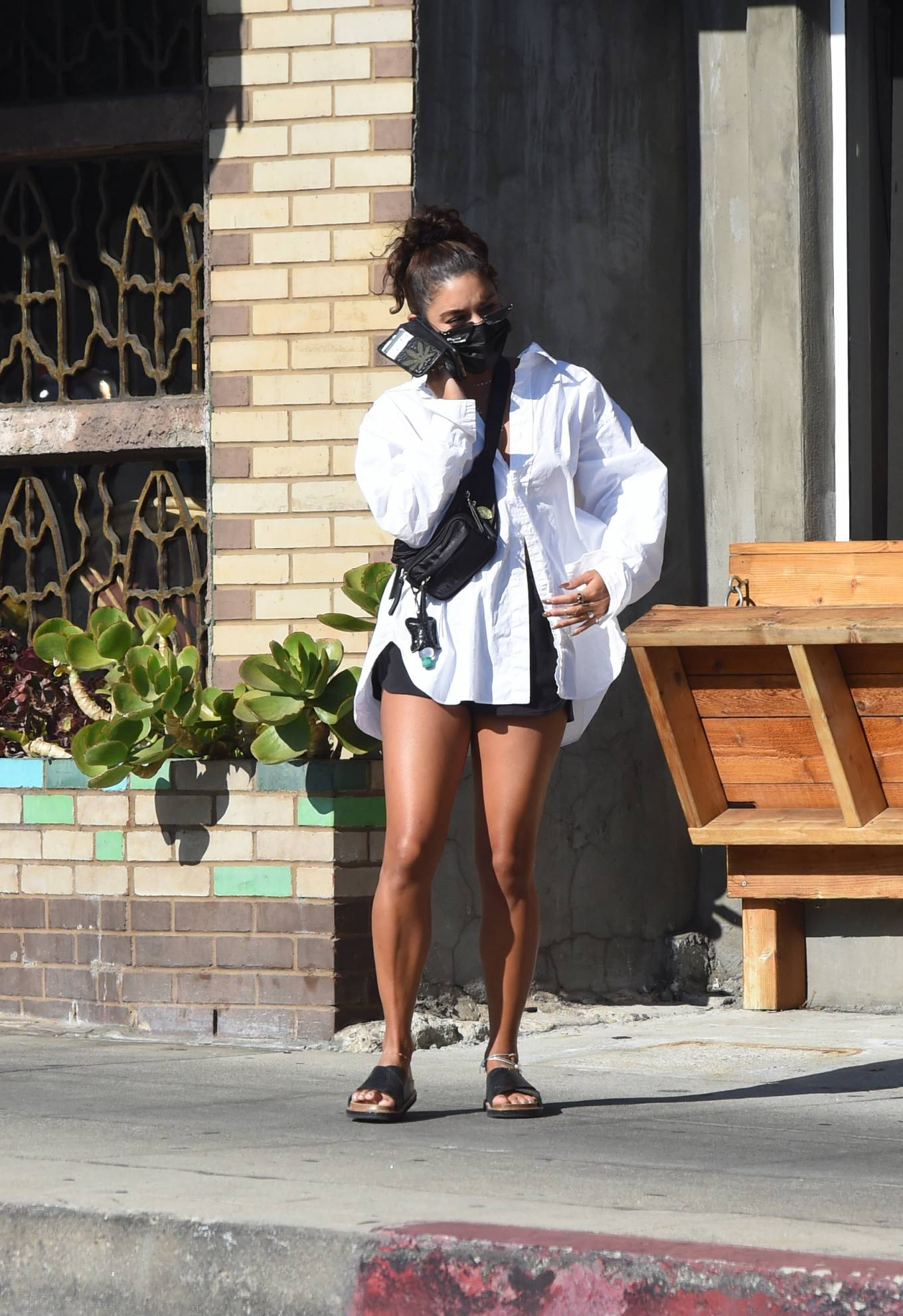 Vanessa Hudgens 2020 : Vanessa Hudgens – Out for a lunch in Los Angeles-16