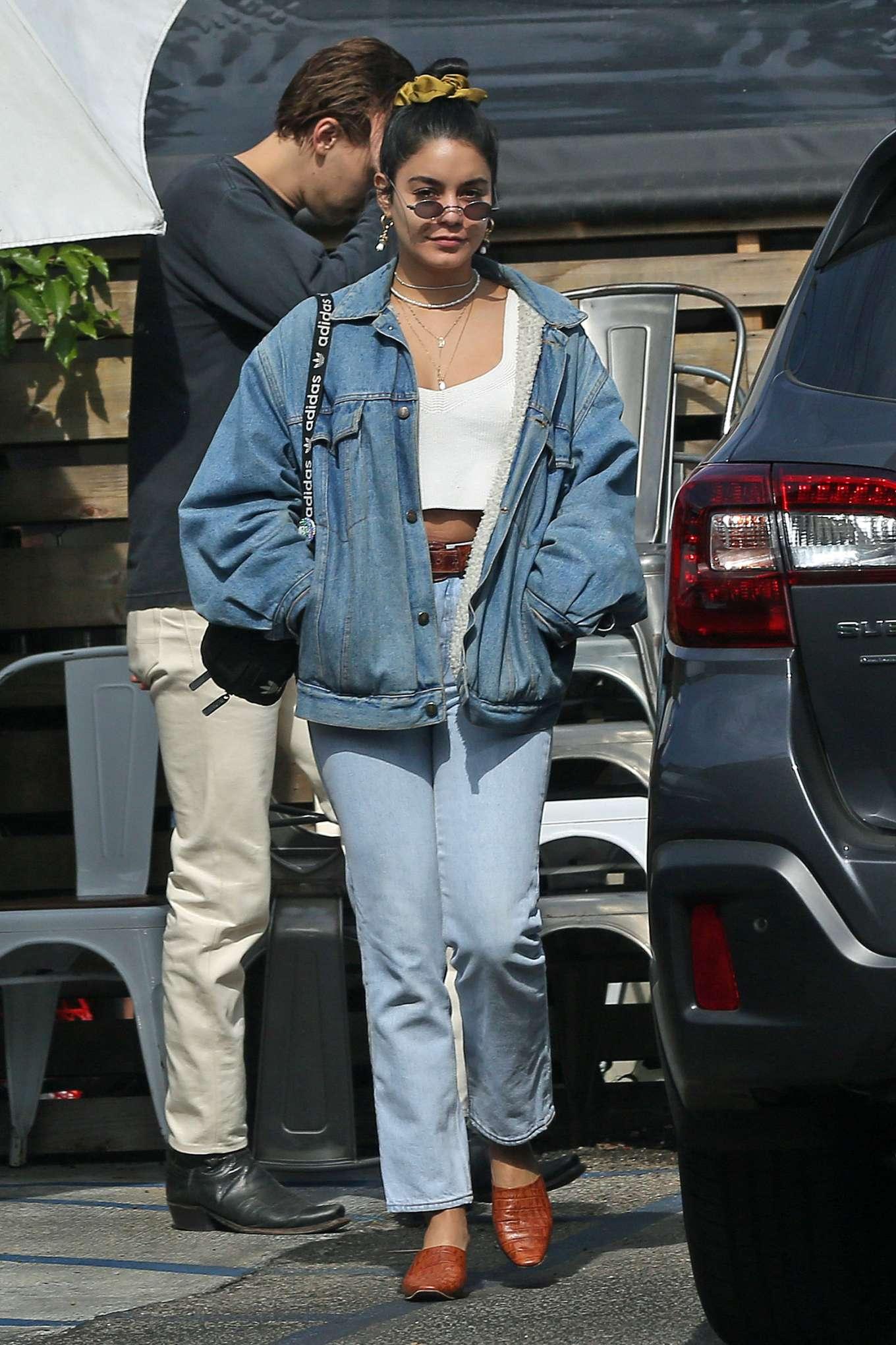 Vanessa Hudgens 2019 : Vanessa Hudgens – Out for lunch in Los Angeles-05