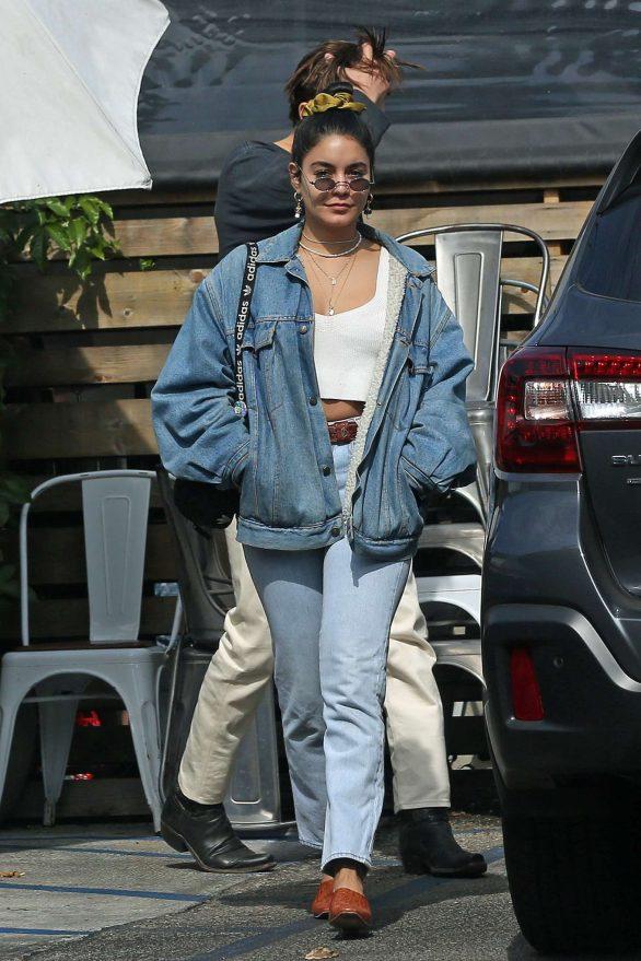 Vanessa Hudgens 2019 : Vanessa Hudgens – Out for lunch in Los Angeles-12
