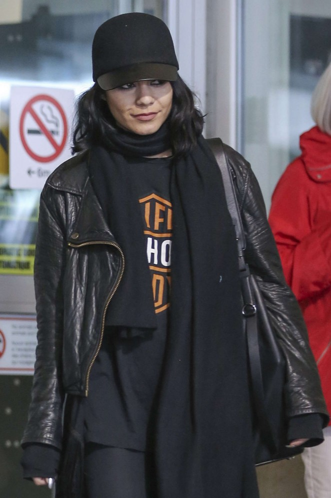 Vanessa Hudgens out in Vancouver