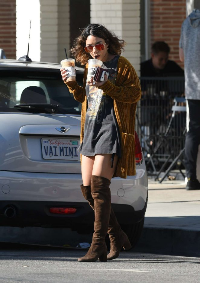 Vanessa Hudgens – Picks up Coffee Drinks in Los Angeles