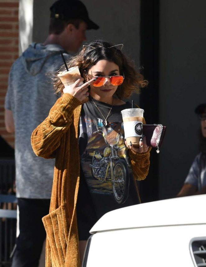 Vanessa Hudgens: Picks up Coffee Drinks -05