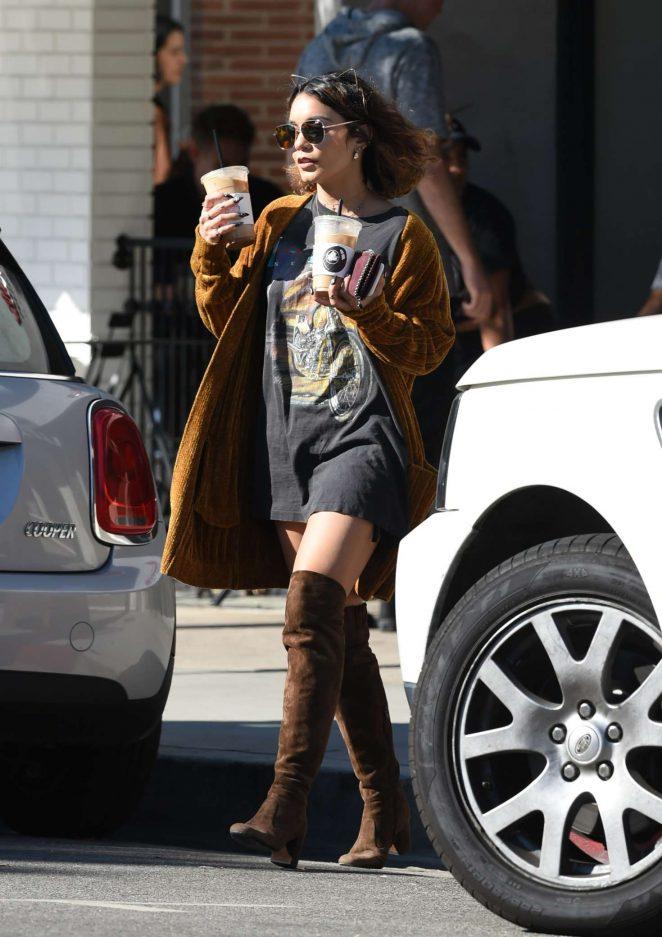 Vanessa Hudgens: Picks up Coffee Drinks -06
