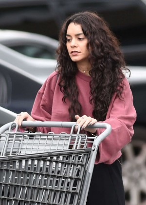 Vanessa Hudgens - Shopping at Bed Bath and Beyond in LA