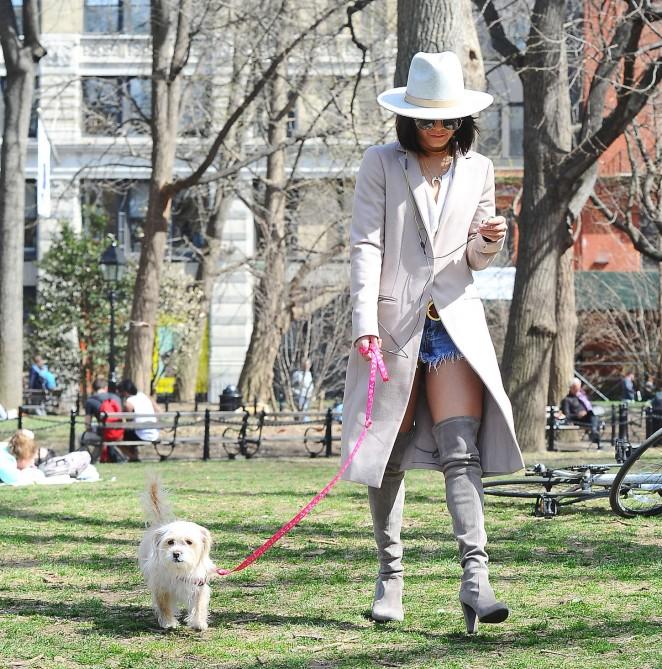 Vanessa Hudgens 2015 : Vanessa Hudgens in Jeans Shorts -15