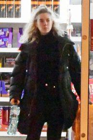 Vanessa Kirby - Shopping in London
