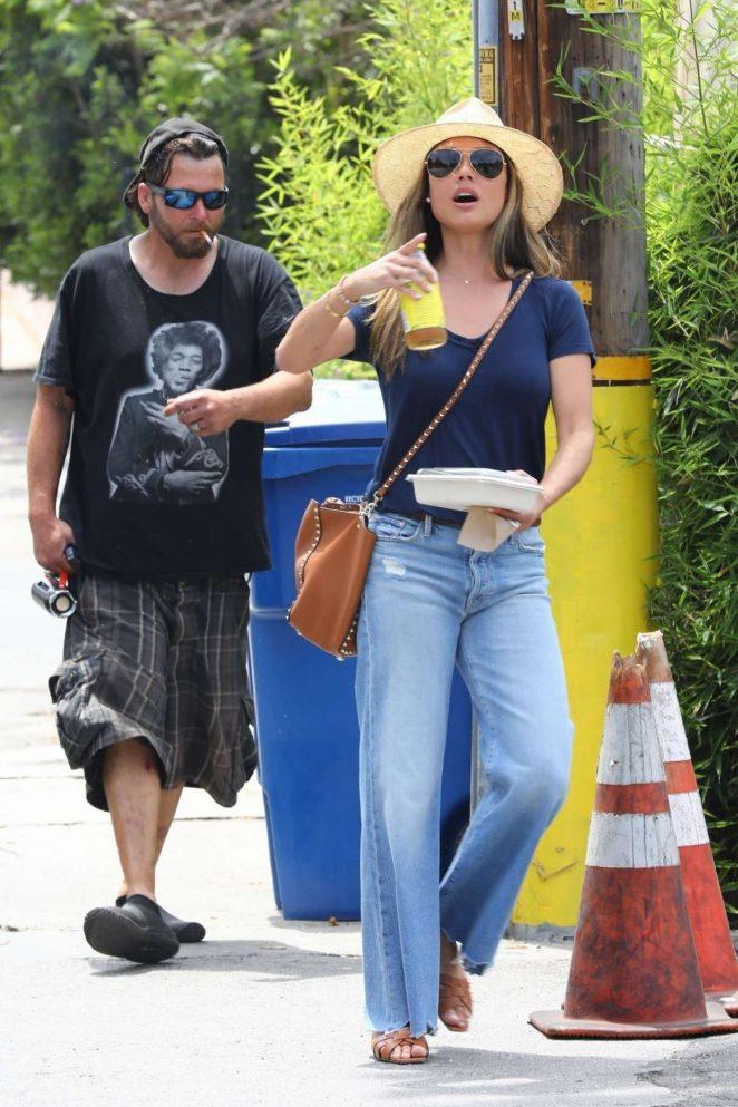 Vanessa Lachey in Jeans -01