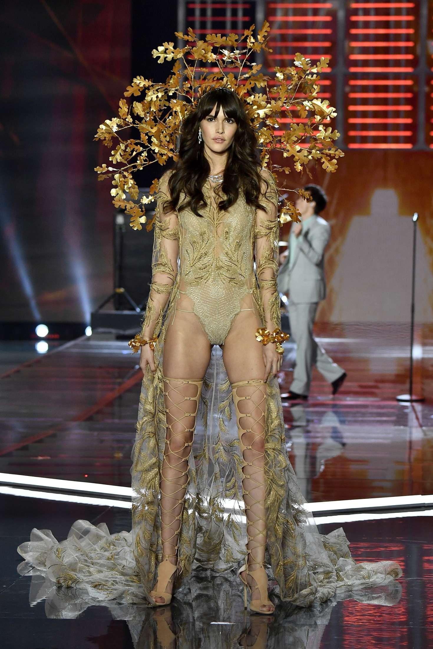 Victoria Secret Fashion Show  Vanessa Moodyy