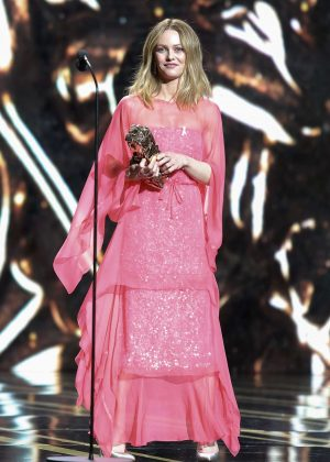 vanessa paradis 2018 cesar film awards 01 gotceleb. Black Bedroom Furniture Sets. Home Design Ideas
