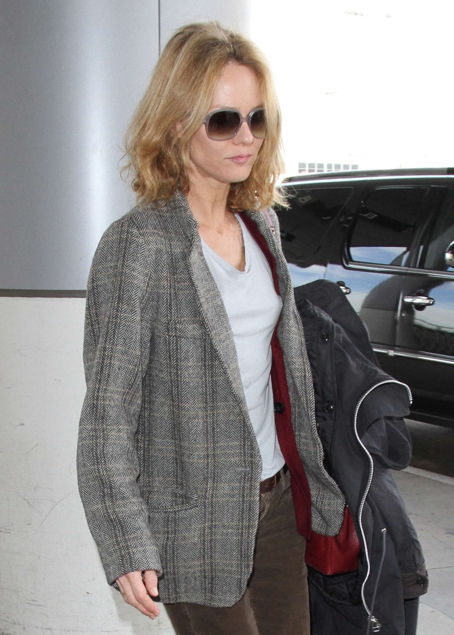 vanessa paradis lax airport in los angeles. Black Bedroom Furniture Sets. Home Design Ideas
