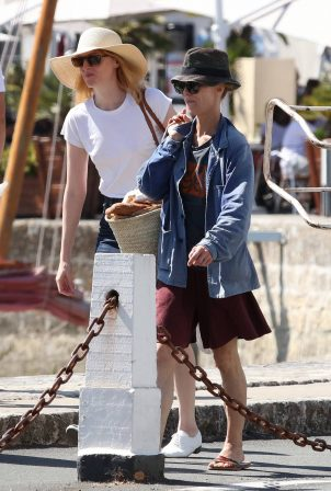 Vanessa Paradis - Seen in the south of France