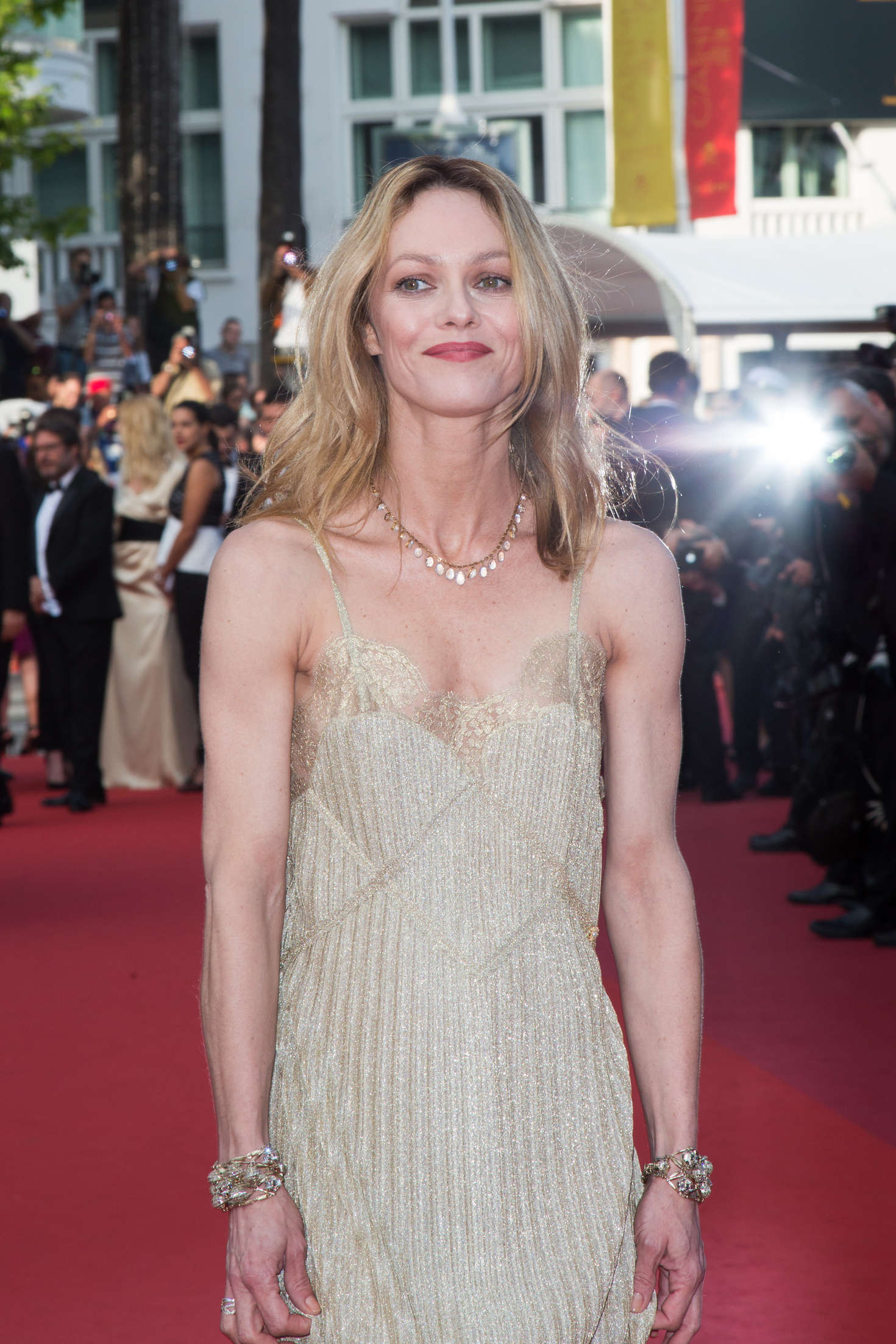 vanessa paradis 39 the unknown girl 39 premiere at 2016 cannes film festival. Black Bedroom Furniture Sets. Home Design Ideas