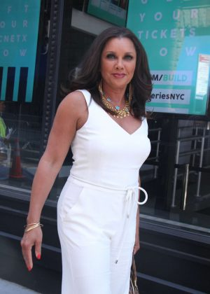 Vanessa Williams - Cast of VH1 New Daytime Series Divas Visit Build Series in NY