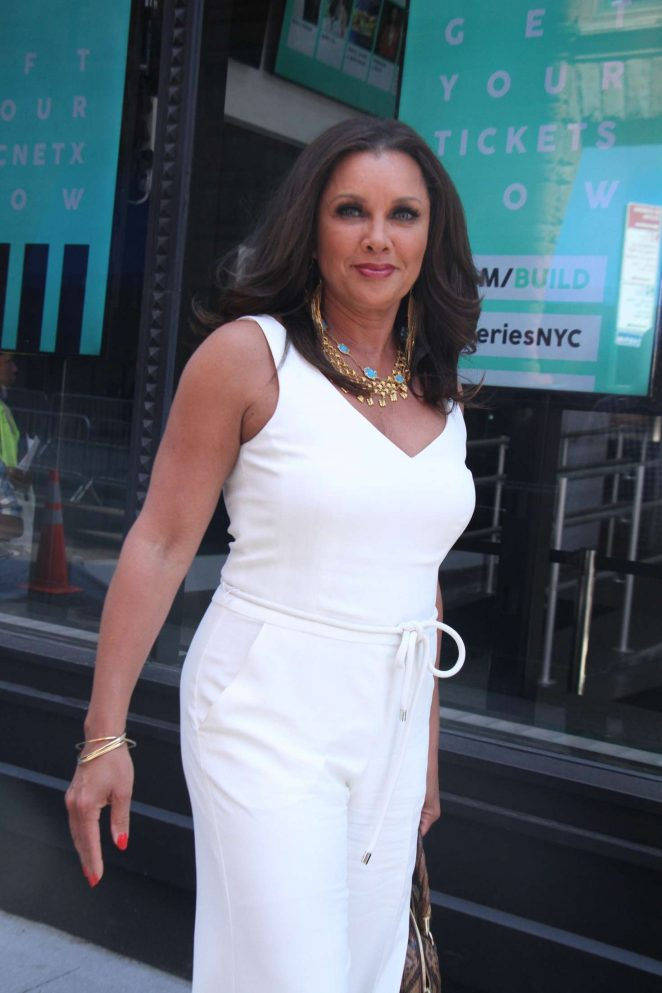 Vanessa Williams - Cast of VH1 New Daytime Series Divas Visit Build Series in NY