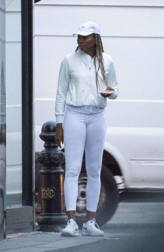 Venus Williams - Outside a Restaurant in Chelsea