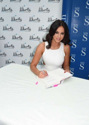 Vicky Pattison: A Christmas Kiss book signig-02