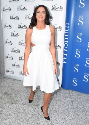Vicky Pattison: A Christmas Kiss book signig-03