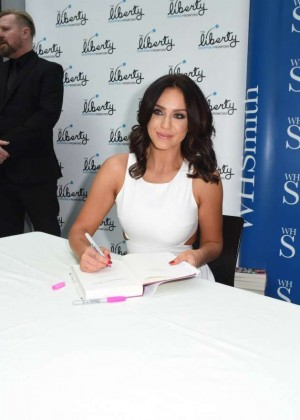Vicky Pattison: A Christmas Kiss book signig-11