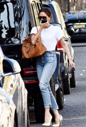 Victoria Beckham - Dons casual style while out in London