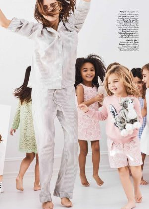 Victoria beckham instyle us magazine april 2017 for Victoria magazine low country style