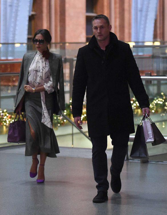Victoria Beckham 2019 : Victoria Beckham – Is seen as arriving back in London -02